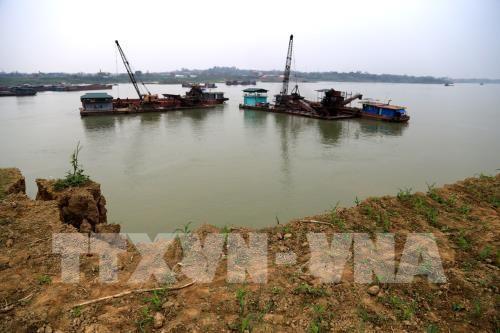 Công ty Cổ phần Đầu tư và xây dựng Tây Trường Sơn Quảng Nam làm giả quyết định của UBND tỉnh để khai thác cát trái phép . Ảnh minh họa: TTXVN