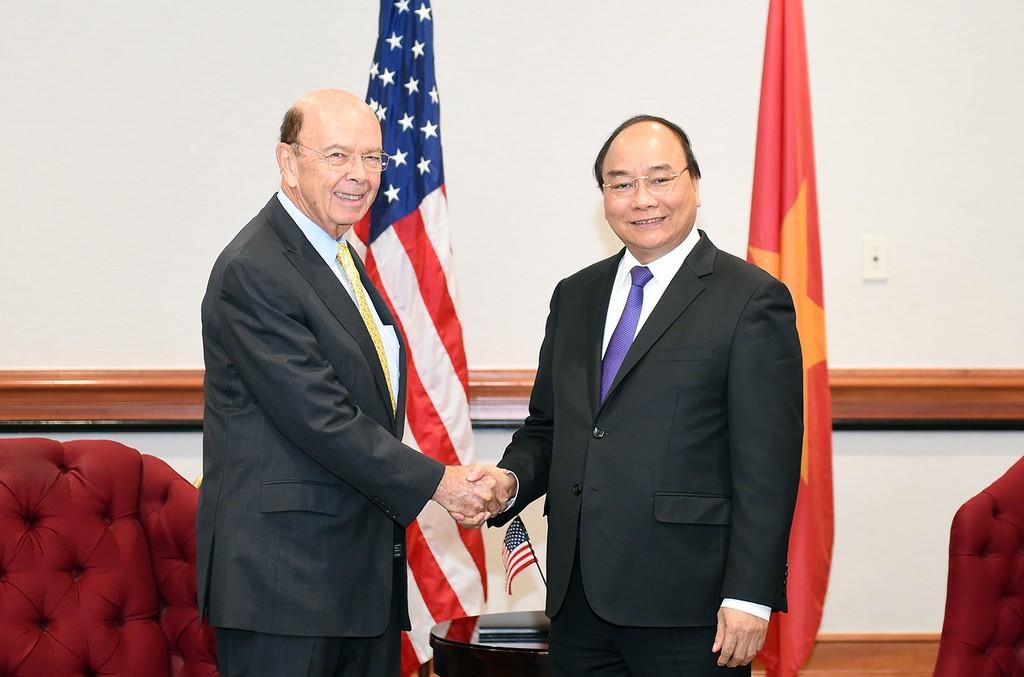 Thủ tướng Nguyễn Xuân Phúc và Bộ trưởng Thương mại Hoa Kỳ Wilbur Ross. Ảnh: VGP