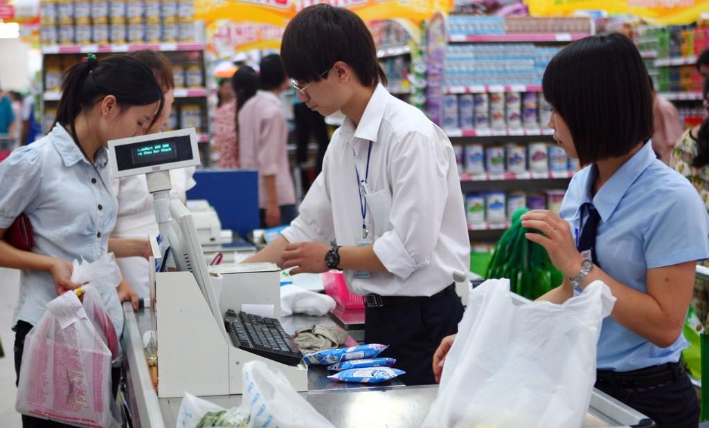 Theo dự báo NFSC, từ nay đến cuối năm, lạm phát sẽ tiếp tục xu hướng giảm. Ảnh: Tường Lâm