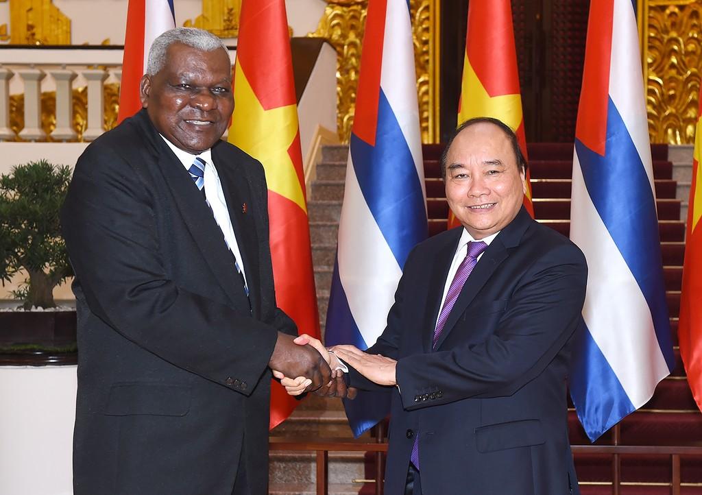 Thủ tướng Chính phủ Nguyễn Xuân Phúc và Chủ tịch Quốc hội Cuba Esteban Lazo Hernandez. Ảnh: VGP