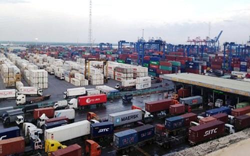 Kẹt ở cảng trong nước do hạn chế lưu lượng giao thông trong giờ cao điểm và do lắp đặt thêm trạm thu phí ở khu vực cảng.