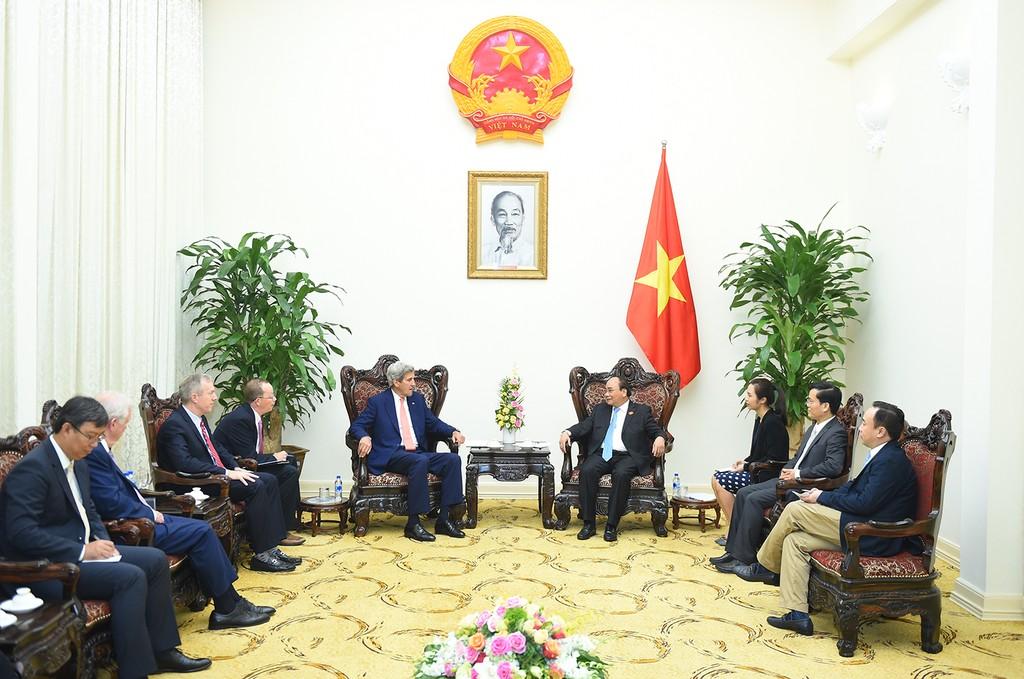 Thủ tướng Nguyễn Xuân Phúc tiếp cựu Ngoại trưởng Hoa Kỳ John Kerry - ảnh 1