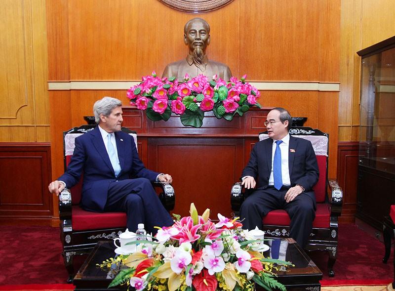 Chủ tịch Ủy ban Trung ương MTTQ Việt Nam, Bí thư Thành ủy TPHCM Nguyễn Thiện Nhân tiếp cựu Ngoại trưởng Hoa Kỳ John Kerry. Ảnh: VGP
