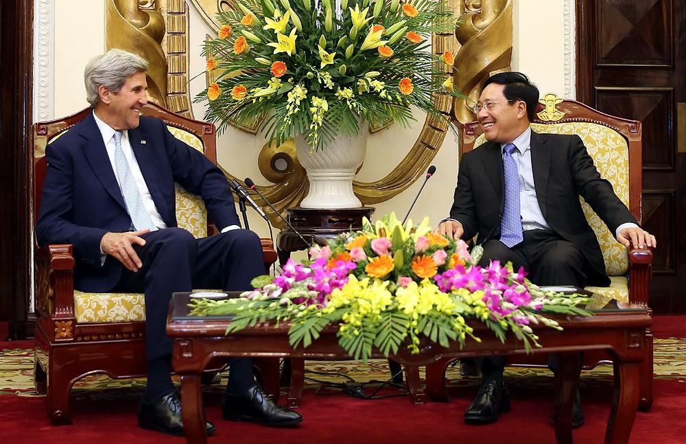 Phó Thủ tướng, Bộ trưởng Bộ Ngoại giao Phạm Bình Minh tiếp cựu Ngoại trưởng Hoa Kỳ John Kerry. Ảnh: VGP