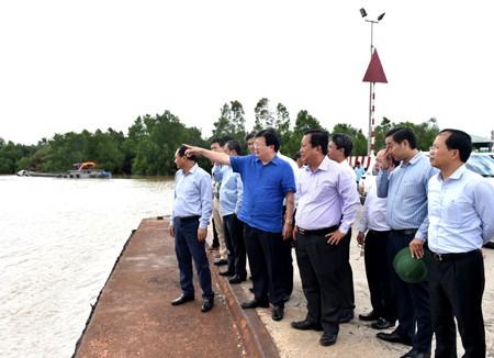 Phó Thủ tướng Trịnh Đình Dũng thị sát hạ tầng giao thông ĐBSCL - ảnh 1