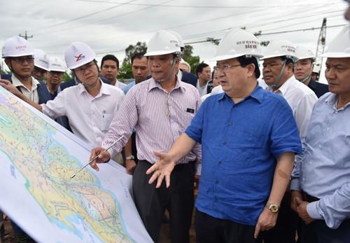 Phó Thủ tướng Trịnh Đình Dũng thị sát hạ tầng giao thông ĐBSCL - ảnh 2