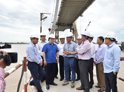 Phó Thủ tướng Trịnh Đình Dũng thị sát hạ tầng giao thông ĐBSCL - ảnh 3