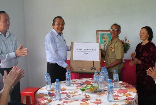 Phó Thủ tướng Trương Hòa Bình tiếp xúc cử tri Long An - ảnh 1