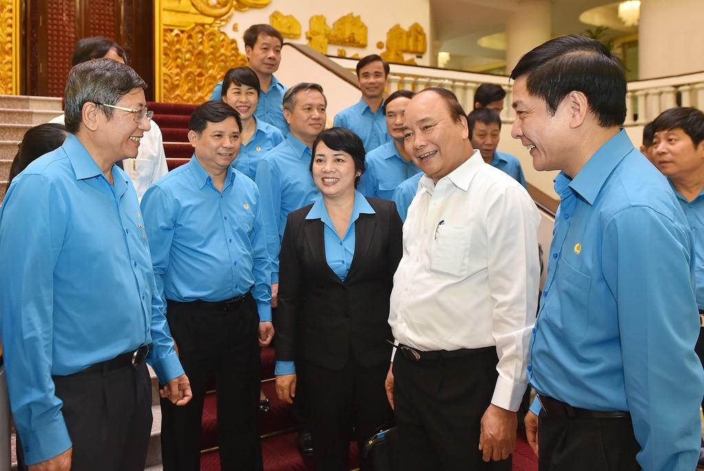 Thủ tướng mong muốn đối thoại nhiều hơn nữa với công nhân - ảnh 2