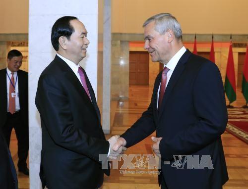 Chủ tịch nước Trần Đại Quang hội kiến Chủ tịch Viện Đại biểu Quốc hội Belarus Vladimir Andreichenko.