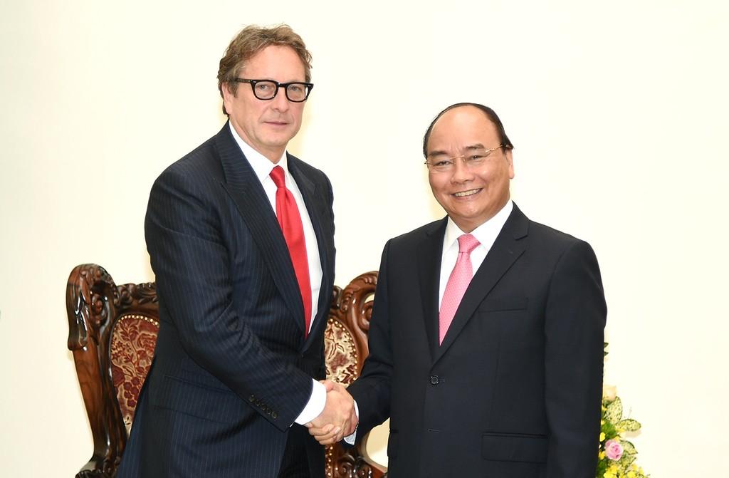 Thủ tướng Nguyễn Xuân Phúc tiếp ông Phil Falcone, Chủ tịch Quỹ đầu tư Harbinger Capital Partners. Ảnh: VGP