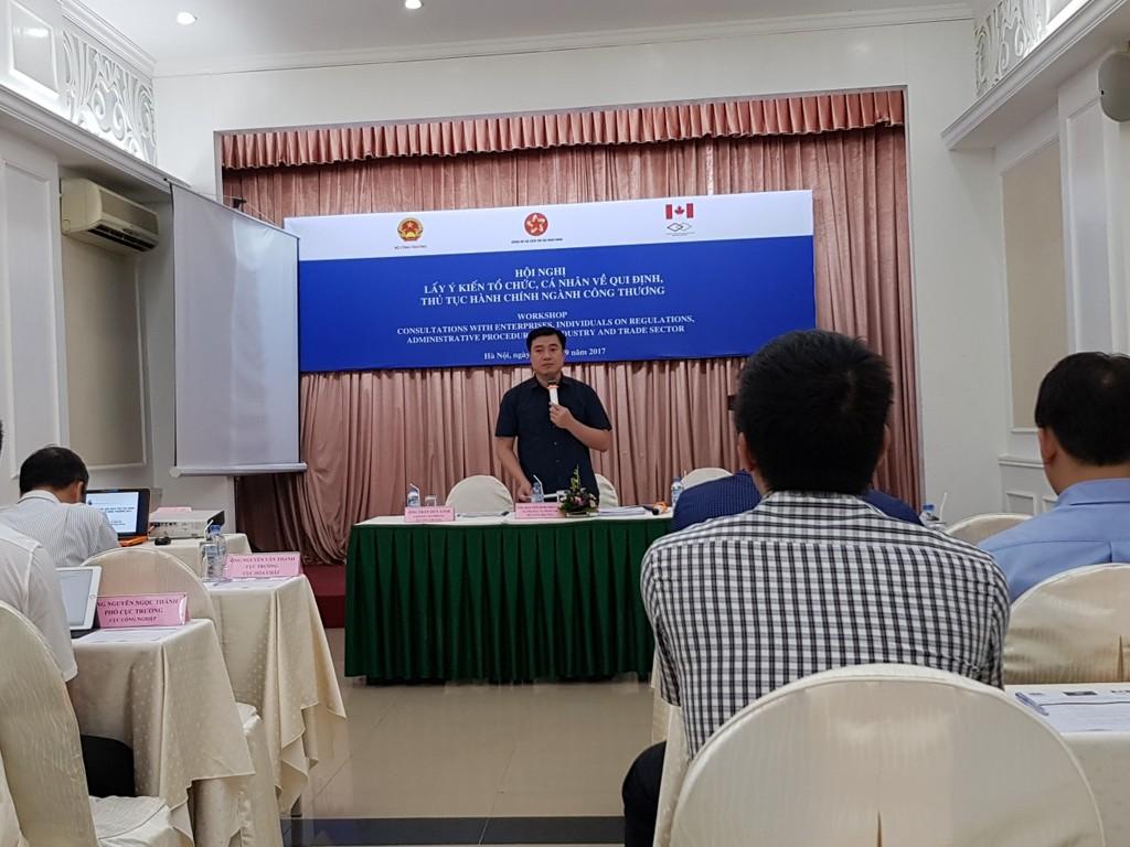 Ông Nguyễn Sinh Nhật Tân, Vụ trưởng Vụ Pháp chế (Bộ Công Thương) phát biểu tại Hội nghị. Ảnh: VGP
