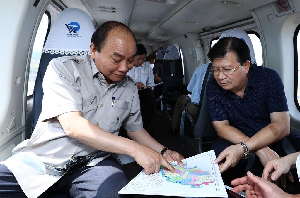 Thủ tướng thị sát ảnh hưởng biến đổi khí hậu ĐBSCL - ảnh 1