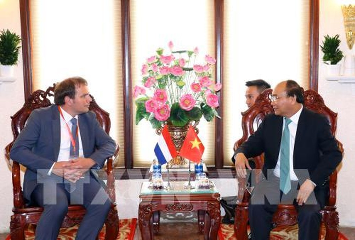 Chiều 26/9/2017, tại thành phố Cần Thơ, Thủ tướng Nguyễn Xuân Phúc tiếp ông Hermen Borst, Phó Cao uỷ Chương trình đồng bằng Hà Lan. Ảnh: TTXVN