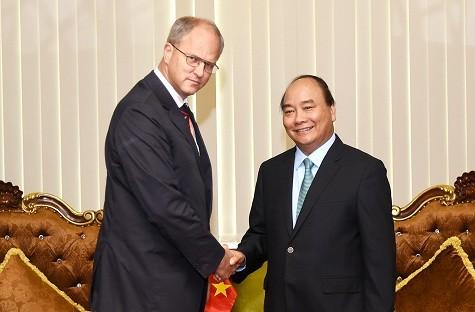 Thủ tướng Nguyễn Xuân Phúc và Đại sứ CHLB Đức Christian Berger. Ảnh: VGP