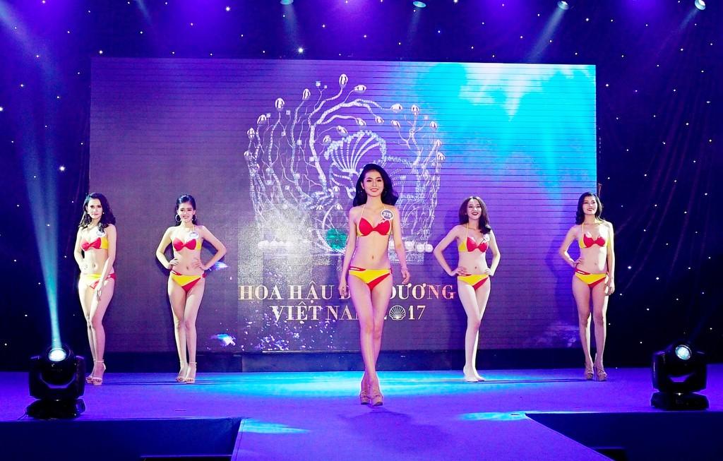 """Bikini Vietjet """"đốt nóng"""" Hoa hậu Đại Dương 2017"""