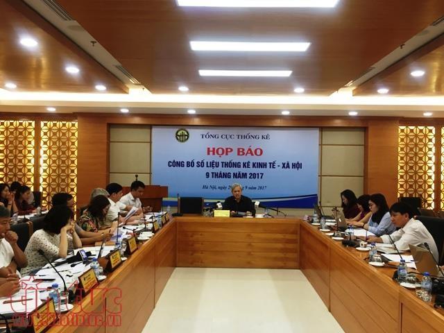 Ông Nguyễn Bích Lâm, Tổng cục trưởng Tổng cục Thống kê điều hành họp báo.