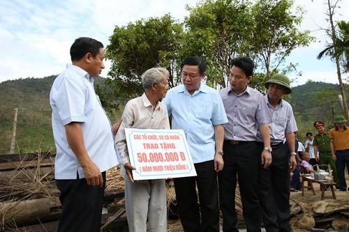 Phó Thủ tướng Vương Đình Huệ động viên nhân dân vùng bão - ảnh 1