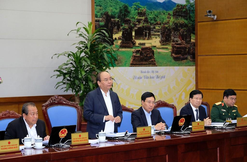 Thủ tướng Nguyễn Xuân Phúc chủ trì phiên họp Chính phủ thường kỳ tháng 11/2017. Ảnh: VGP