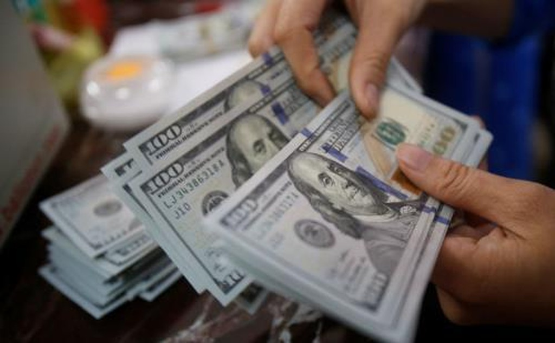 Tỷ giá USD hôm nay 1/12 tại Vietcombank tăng 5 đồng ở cả hai chiều so với hôm qua. Ảnh minh họa: Reuters