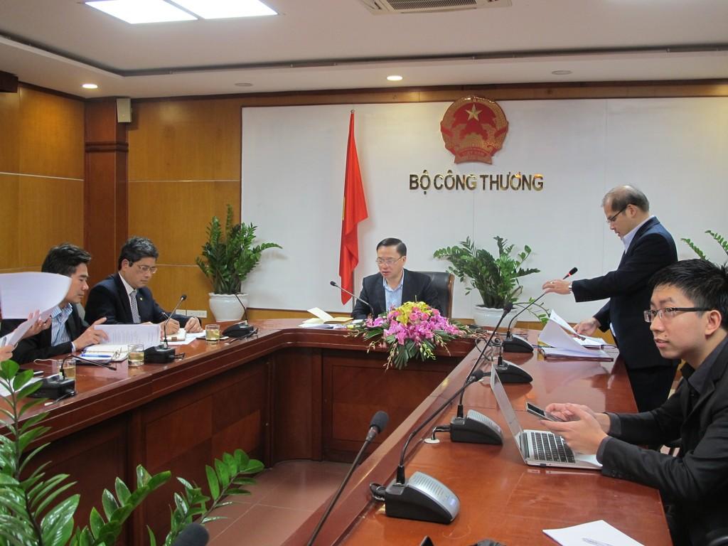 Cục trưởng Cục Điều tiết Điện lực Nguyễn Anh Tuấn thông tin về việc điều chỉnh giá điện. Ảnh: VGP