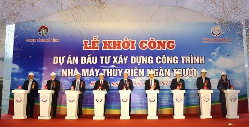 Phó Thủ tướng Vương Đình Huệ và các đại biểu nhấn nút khởi công dự án. Ảnh: VGP