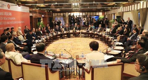 Chủ tịch nước Trần Đại Quang chủ trì Đối thoại Cấp cao không chính thức giữa Diễn đàn Hợp tác kinh tế châu Á-Thái Bình Dương (APEC) với Hiệp hội các Quốc gia Đông Nam Á (ASEAN), chiều 10/11. Ảnh: TTXVN