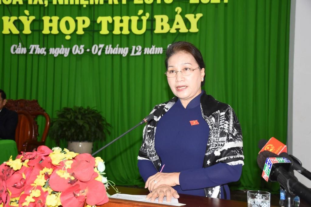 Chủ tịch Quốc hội Nguyễn Thị Kim Ngân phát biểu tại phiên họp. Ảnh: Báo Cần Thơ