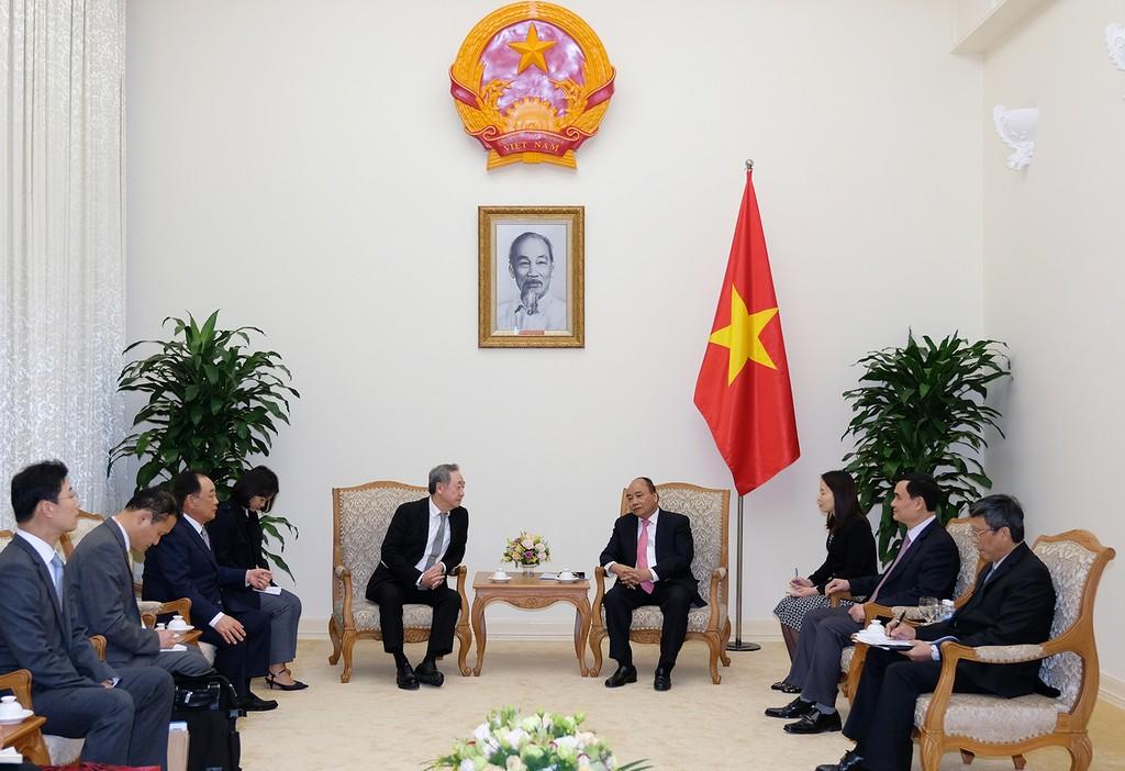Thủ tướng Nguyễn Xuân Phúc tiếp ông Chang Dae Whan, Chủ tịch Tập đoàn truyền thông Maekyung. Ảnh: VGP