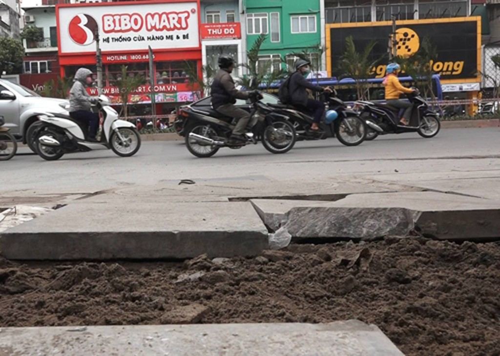 Hà Nội dừng các dự án lát đá vỉa hè - ảnh 1