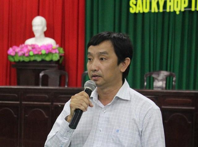 Ông Lê Tiến Dũng, Phó Giám đốc Sở GTVT TP Cần Thơ thông tin với các doanh nghiệp vận tải và người dân về việc giảm giá vé.