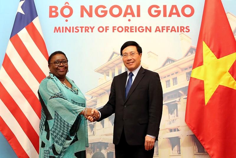 Phó Thủ tướng, Bộ trưởng Ngoại giao Phạm Bình Minh và Bộ trưởng Ngoại giao Cộng hòa Liberia Marjon Vashti Kamara. Ảnh: VGP