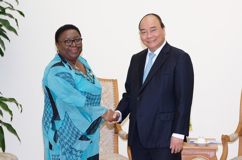Thủ tướng Nguyễn Xuân Phúc tiếp Bộ trưởng Ngoại giao Liberia Marjon Vashti Kamara. Ảnh: VGP