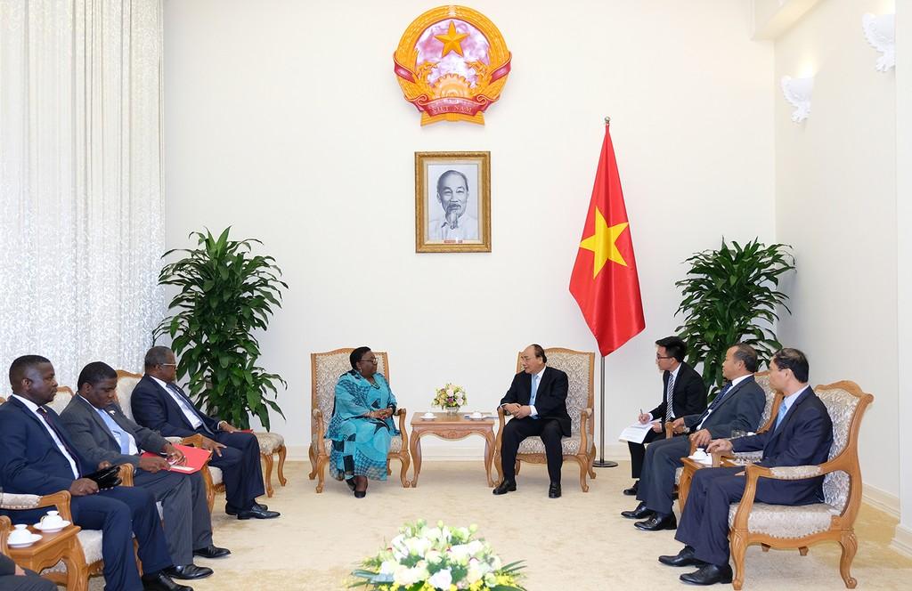 Thủ tướng Nguyễn Xuân Phúc tiếp Bộ trưởng Ngoại giao Liberia - ảnh 1
