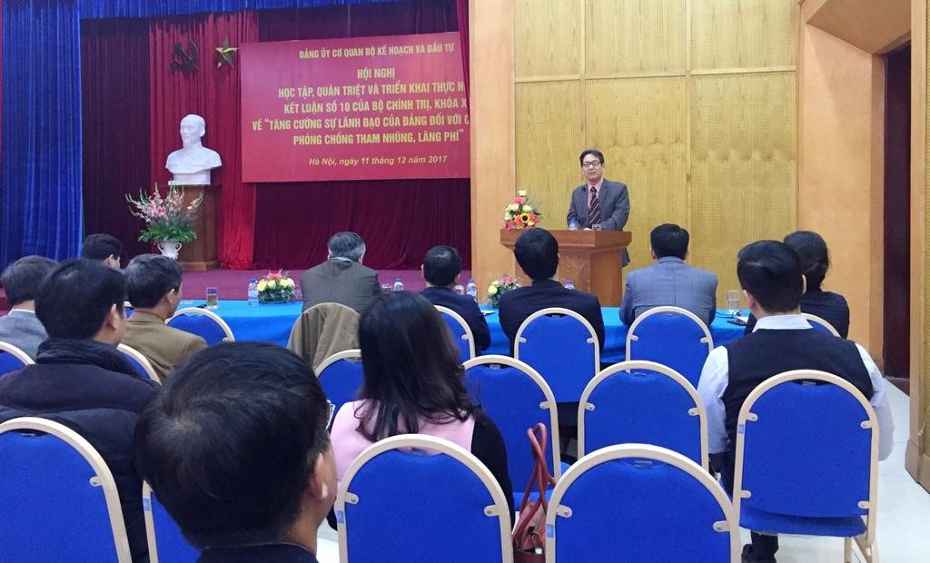 TS. Đinh Văn Minh, Viện trưởng Viện Khoa học Thanh tra-Thanh tra Chính phủ trao đổi tại hội nghị. Ảnh: Bích THảo