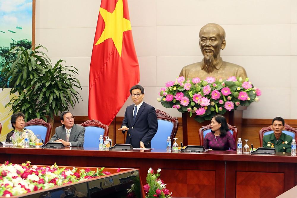 Phó Thủ tướng Vũ Đức Đam phát biểu tại buổi tiếp đoàn người có công với cách mạng tỉnh Đồng Tháp. Ảnh: VGP