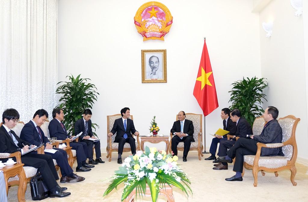 Thủ tướng Nguyễn Xuân Phúc tiếp Cố vấn đặc biệt của Thủ tướng Nhật Bản - ảnh 1