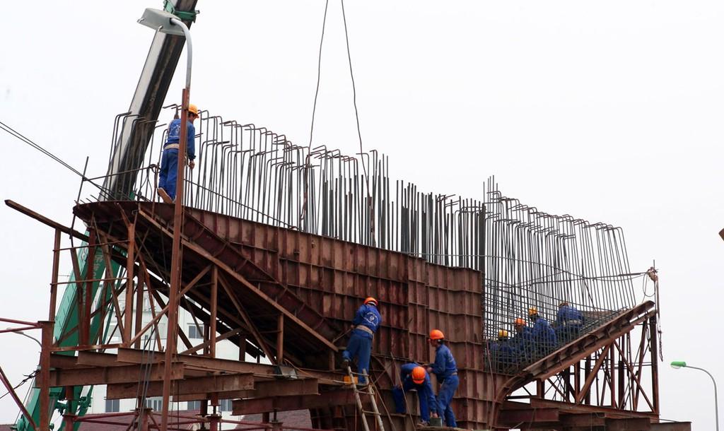 Theo ADB, Công nghiệp và xây dựng của Việt Nam vẫn duy trì mức tăng trưởng mạnh mẽ. Ảnh: Tường Lâm