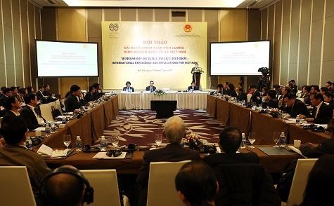 Tìm cách thức và cơ chế tiền lương cho Việt Nam - ảnh 2