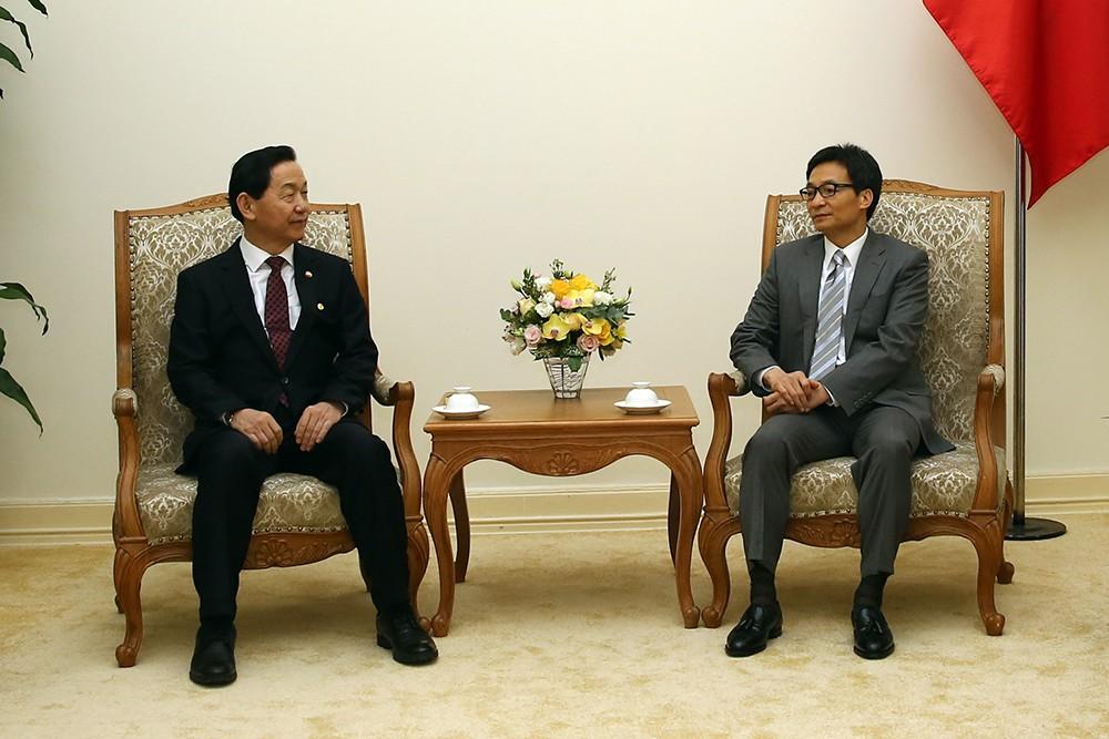 Phó Thủ tướng Vũ Đức Đam tiếp Phó Thủ tướng, Bộ trưởng Bộ Giáo dục Hàn Quốc Kim Sang-kon. Ảnh: VGP