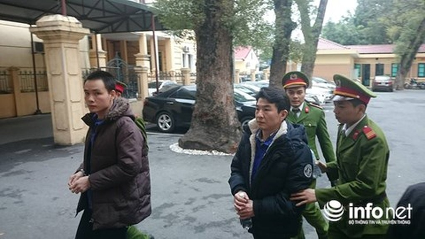 Bị cáo Saga (phải) và bị cáo Nguyễn Mạnh Linh.