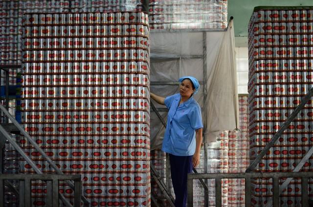 Sản xuất bia tại Công ty Cổ phần Bia rượu nước giải khát Sài Gòn (Sabeco). Ảnh: T.T
