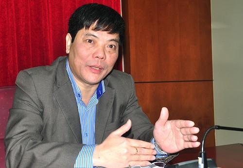 Chánh văn phòng Bộ Nội vụ - người phát ngôn Bộ Nguyễn Tiến Thành trao đổi với báo chí sáng 19/12. Ảnh: HT