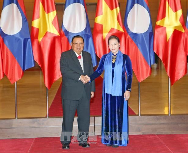Chủ tịch Quốc hội Nguyễn Thị Kim Ngân hội kiến với Tổng Bí thư, Chủ tịch nước Lào Bounnhang Vorachit. Ảnh: TTXVN