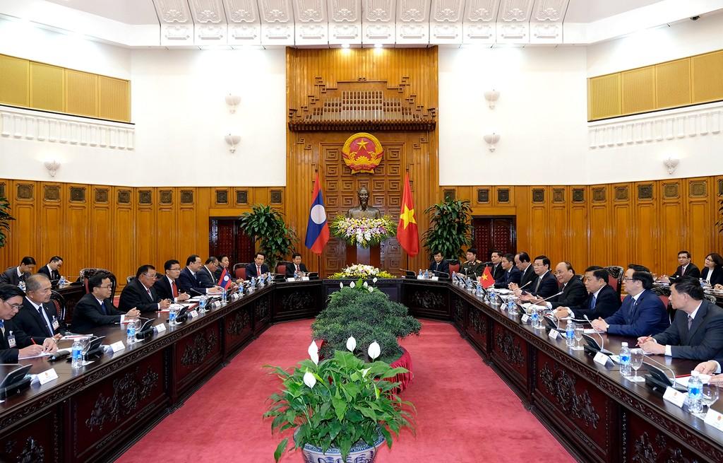 Thủ tướng Nguyễn Xuân Phúc hội kiến Tổng Bí thư, Chủ tịch nước Lào - ảnh 1