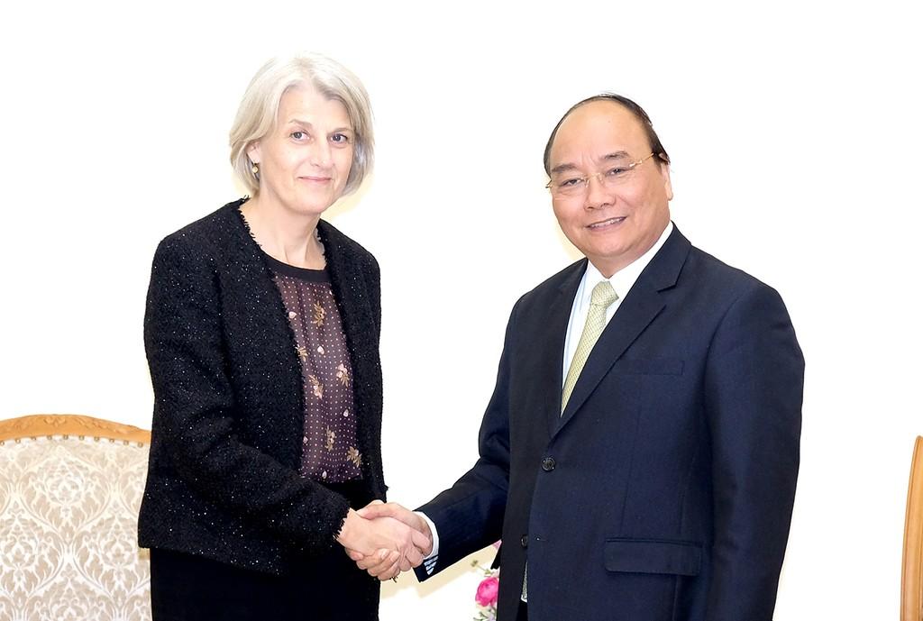 Thủ tướng Nguyễn Xuân Phúc tiếp Đại sứ đặc mệnh toàn quyền Vương quốc Đan Mạch tại Việt Nam Charlotte Laursen. Ảnh: VGP