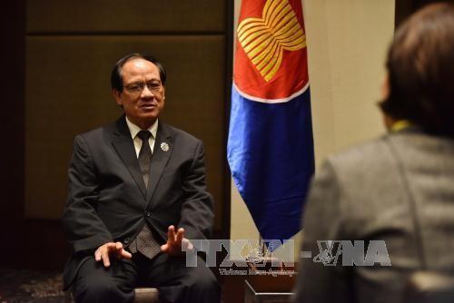 Tổng Thư ký ASEAN Lê Lương Minh tại buổi phỏng vấn báo chí ở Manila, Philippines ngày 12/11. Ảnh: THX/TTXVN