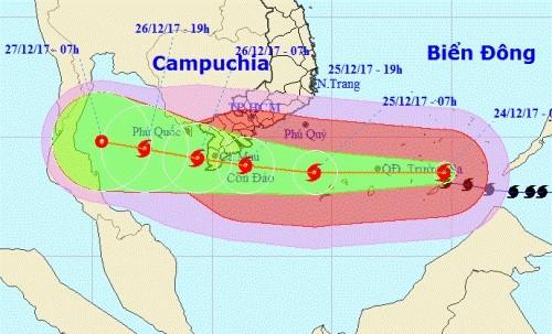 Tâm bão đang hướng vào Cà Mau. Ảnh: NCHMF.