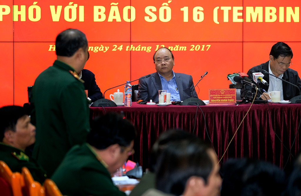 Thủ tướng chủ trì họp ứng phó bão số 16 - ảnh 1