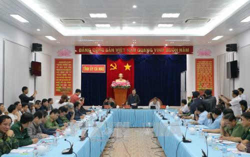 Phó Thủ tướng Trịnh Đình Dũng thị sát công tác phòng chống bão tại Cà Mau - ảnh 1